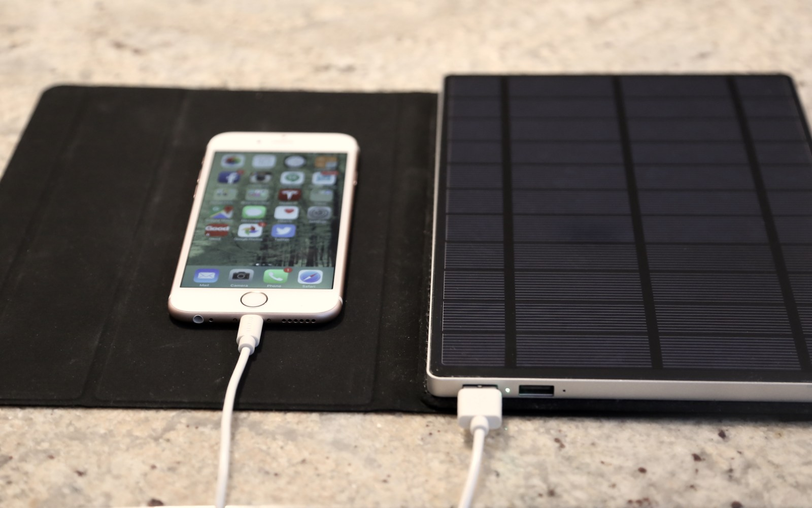 Solartab, the premium solar charger/battery for iPad and iPhone that actually works