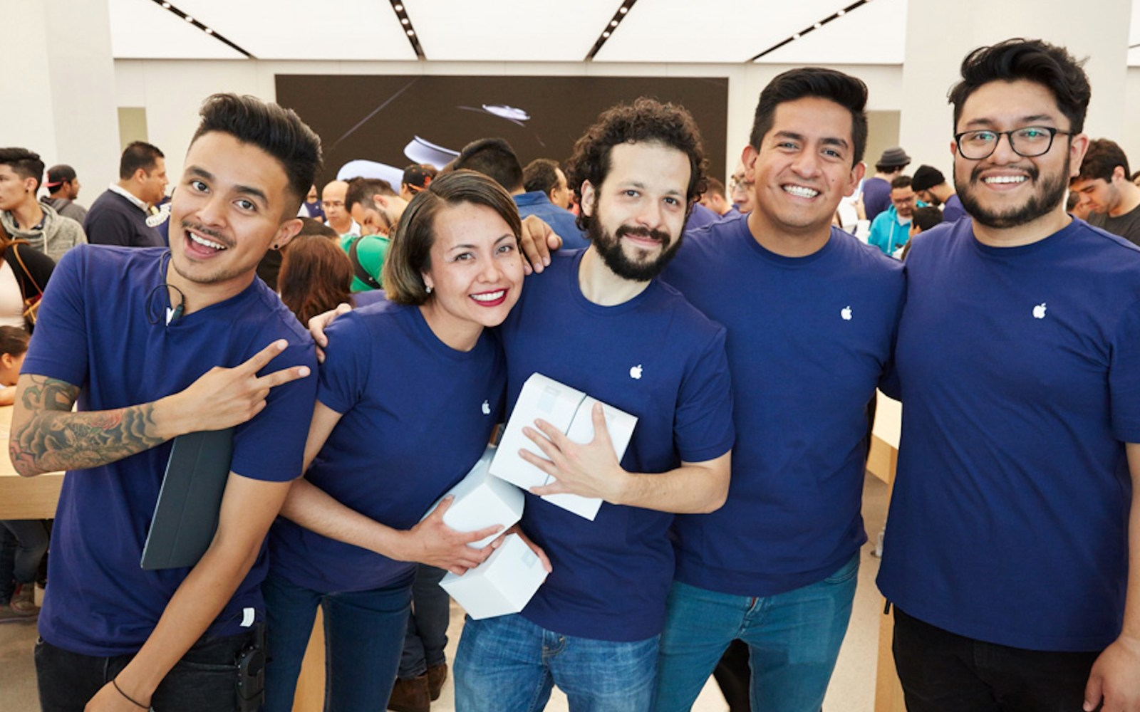 Apple celebrates grand opening of first retail store in Mexico