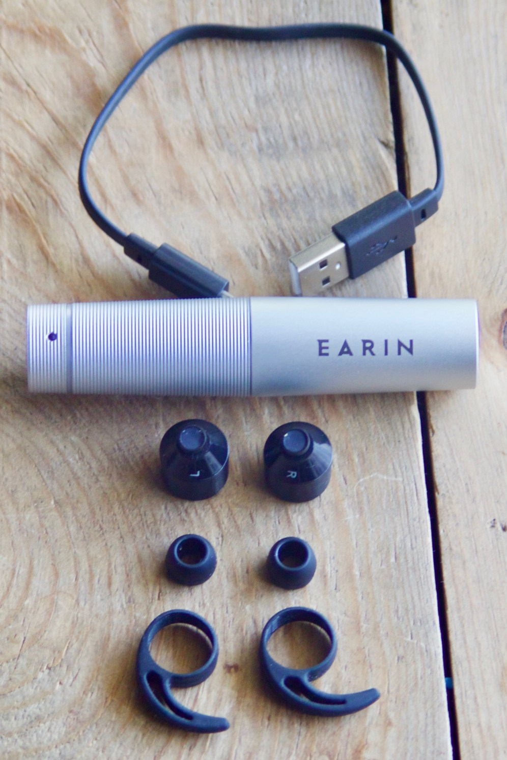 Earin true wireless earbud capsule and accessories