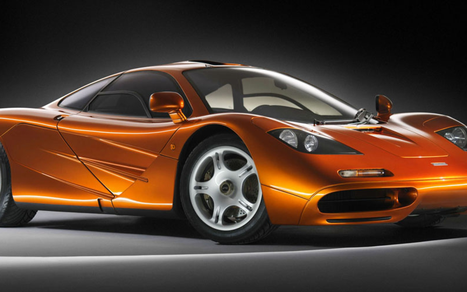 Supercar maker McLaren says Apple did meet with them, but didn't bid for the business