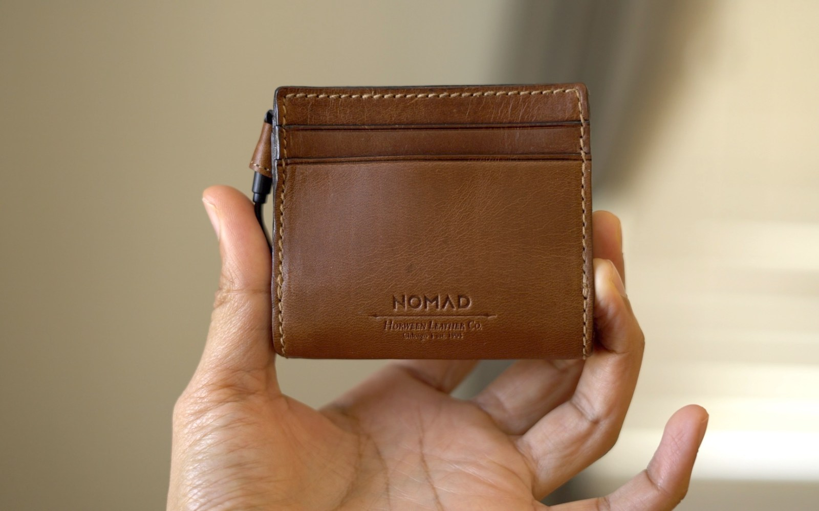 Hands-on with Nomad's Horween leather wallets with integrated battery and Lightning cable [Video]