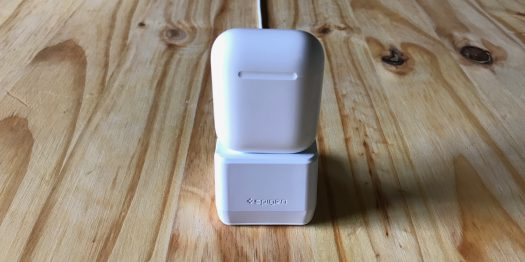 Spigen AirPods Dock