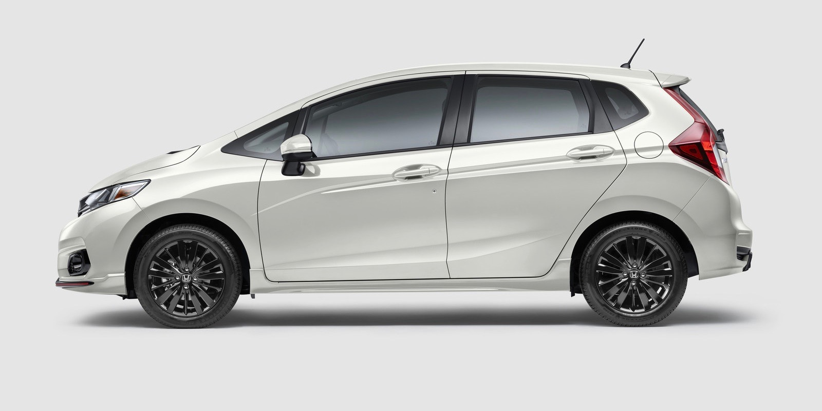 Honda adds CarPlay to its 2018 Fit Sport