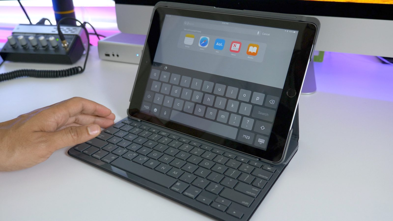 6fb1aba2761 Hands-on: Logitech's Slim Folio keyboard case for 2017 iPad never needs to  be recharged [Video]