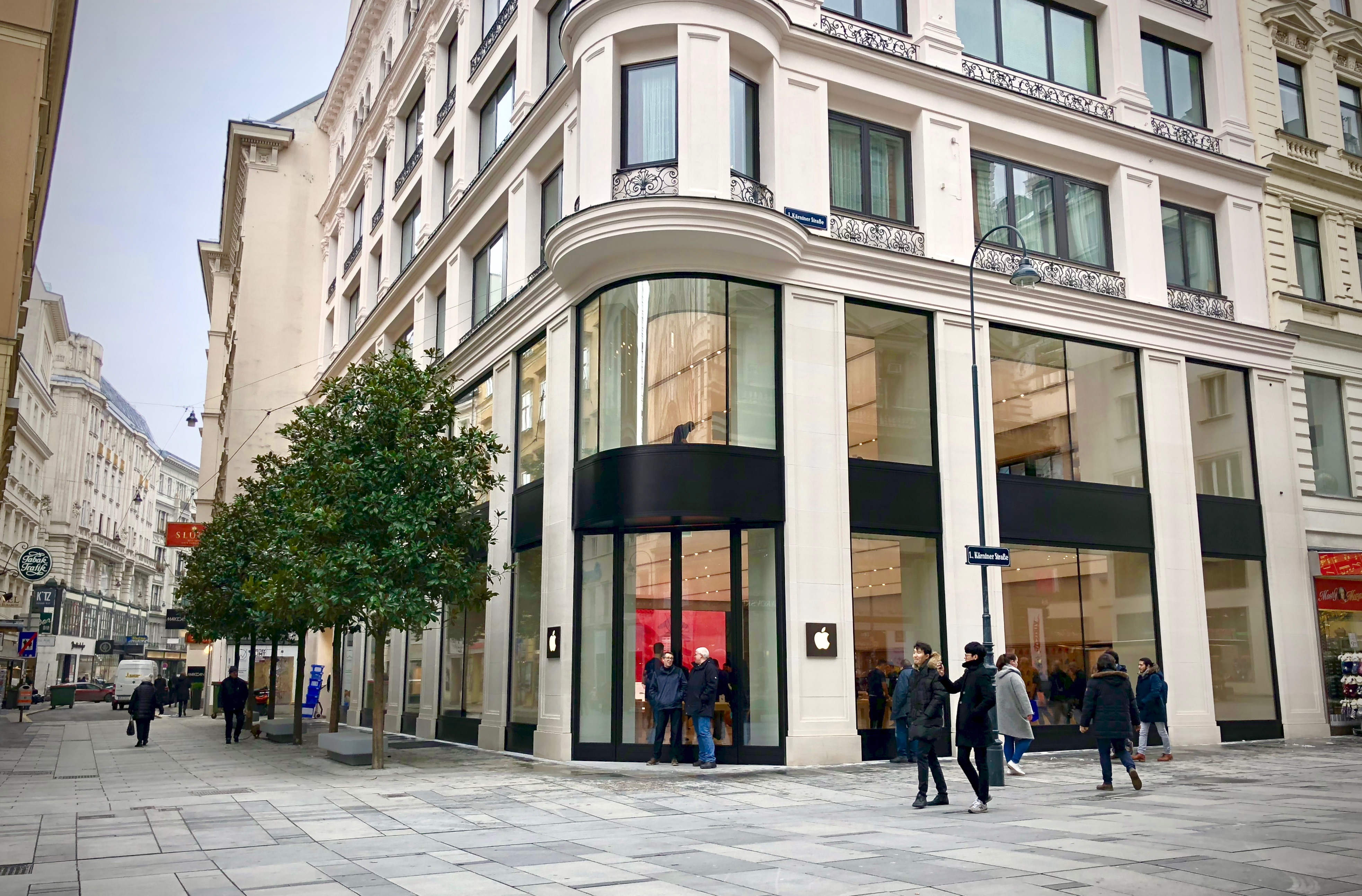 Apple shares fresh photos of new Vienna  Austria retail store ahead     Construction on another historic storefront is underway on Champs     lys    es  in Paris  expected to open later