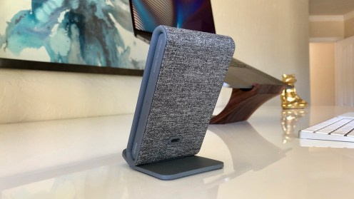 iottie-ion-wireless-stand-charger-4