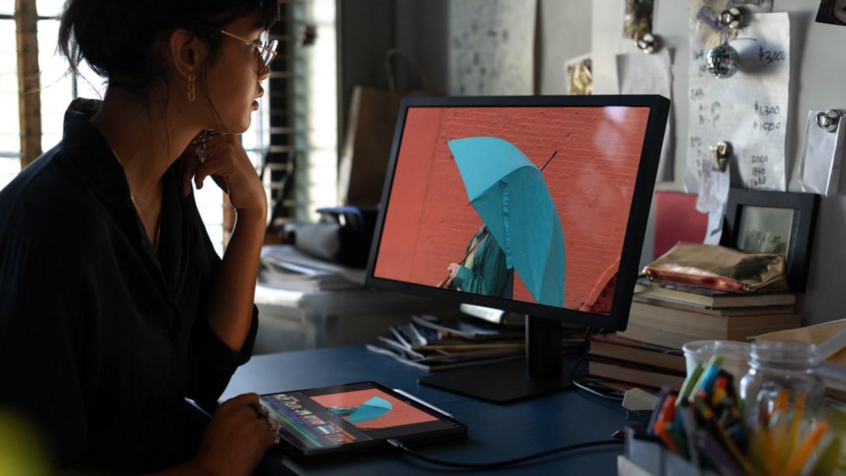 iPad Pro versatility monitor 10302018 - جميع الأجهزة التي تستطيع أجهزة آيباد برو الجديدة الاتصال بها