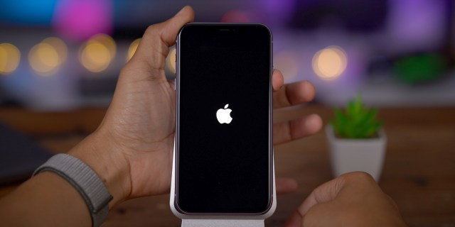 {focus_keyword} iPhone 11 and 11 Pro: How to force restart iPhone 11, enter recovery mode, DFU, and more - 9to5Mac iPhone 11 Power On