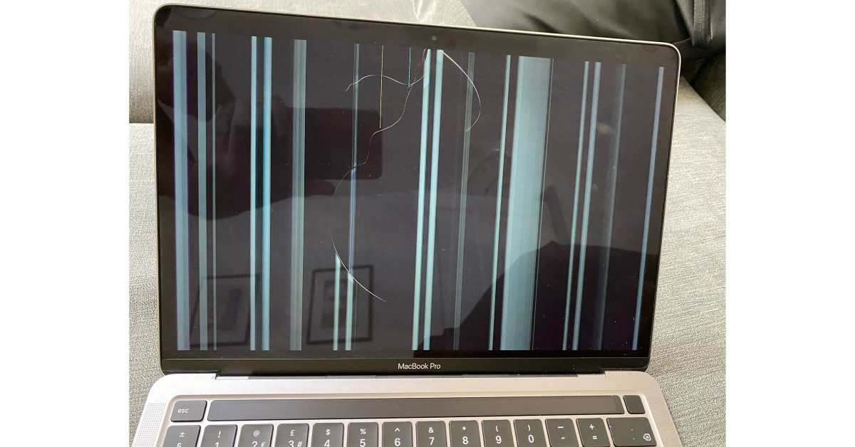 Reports of M1 MacBook screen cracks occurring during normal usage