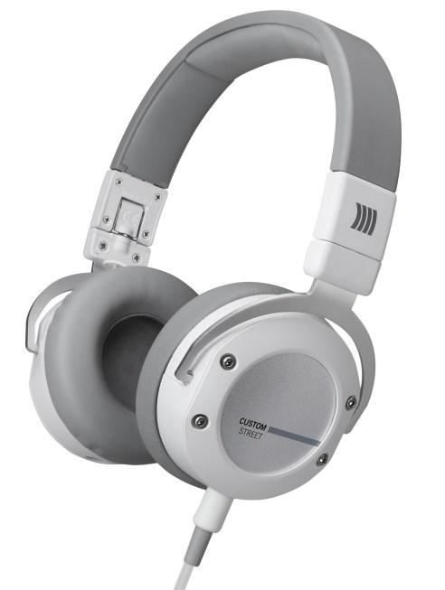 beyerdynamic-kopfhoerer-headphones-headset_Custom-Street_white_perspective_14-11_01