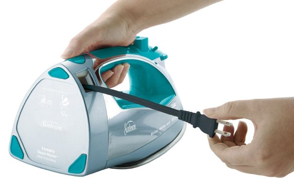 sunbeam-steam-master-iron-with-anti-drip-non-stick-stainless-steel-soleplate-and-8-retractable-cord-2