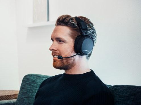 SteelSeries_Arctis-Pro_headset_set-3_cold-FINAL