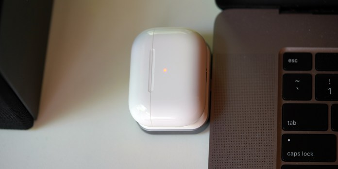 satechi airpods charger top