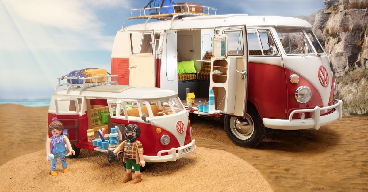 Bring Playmobil's vintage Volkswagen T1 Bus to your collection at $40 (Save 20%)