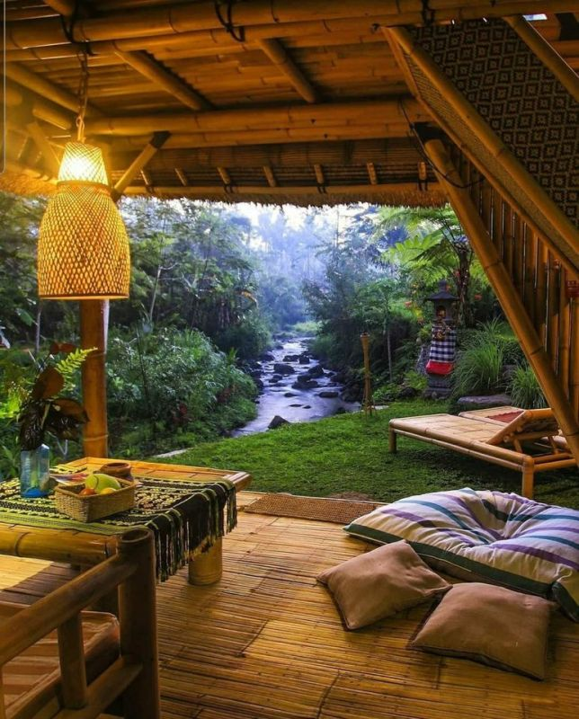 Waking-up-in-Paradise-Baly