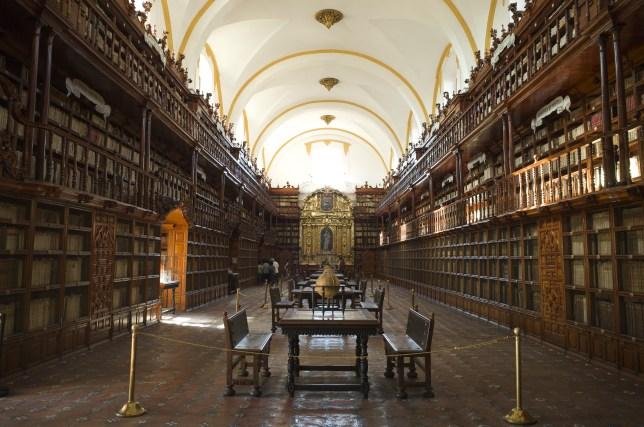 La Biblioteca Palfoxiana in Puebla - AGreatJourney.com