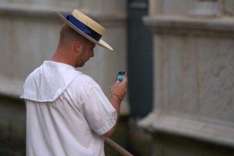 Texting and gondola-ing