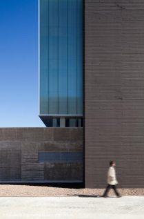 03-exterior-fachada-SO-_-RODRIGO-ALMONACID-c-r-arquitectura