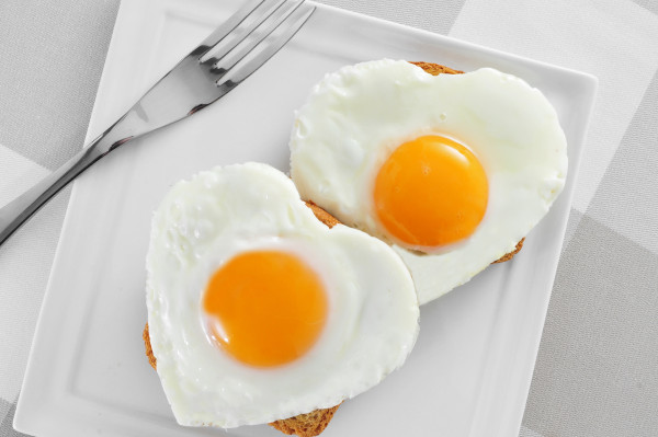 Valentine's Day stay at home date ideas breakfast in bed