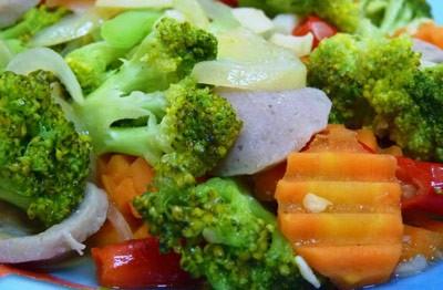 Membuat Tumis Brokoli Wortel Bakso Lezat 2