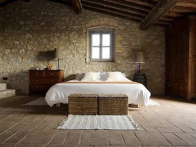 Italian Farmhouse Decor Goes Minimalist