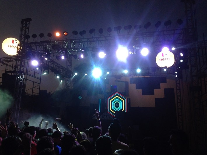 Anish Sood playing a powerful set at Sunburn Pune