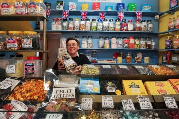 sweet shop Clough's