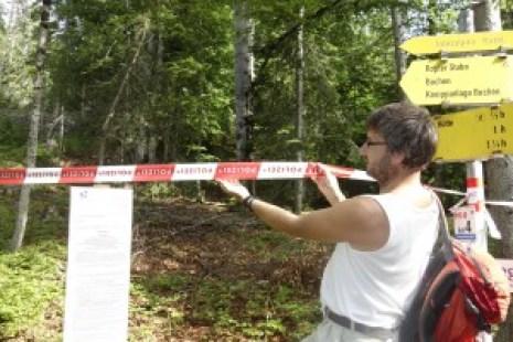 Absperrung im Wald um das Interalpen-Hotel