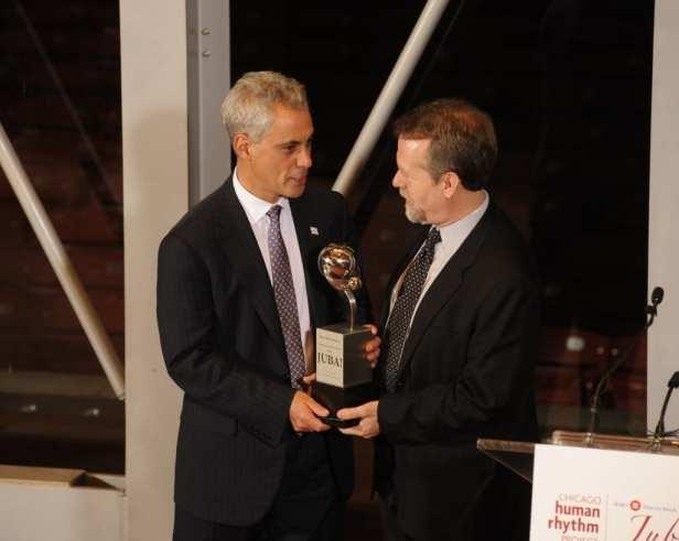 Mayor Rahm Emanuel receiving his award