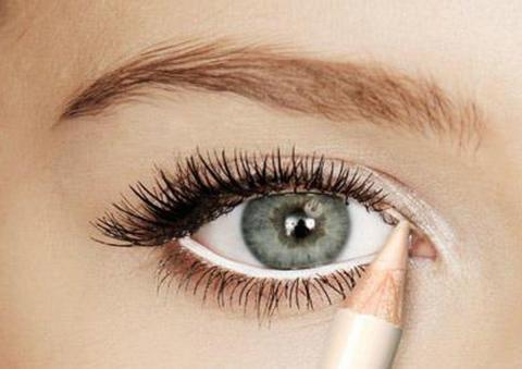 سر الكحل الأبيض لتوسيع العين
