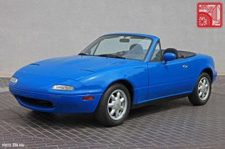 38-6410_Mazda MX5 Miata_Chicago Auto Show blue 01