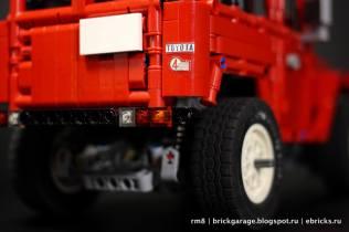 Lego Toyota Land Cruiser FJ40 10