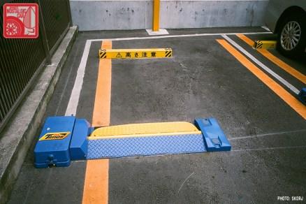 Parking in Japan 01 Coin Lot - motorized bar