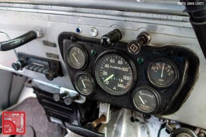 2735_Mitsubishi Jeep Yazaki gauges
