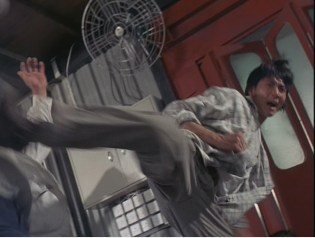 thunderbolt-jackie-chan-roundhouse-kick
