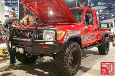 202g-DM8568_Toyota Land Cruiser 70