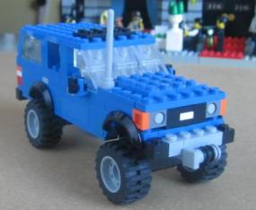 Lego Toyota Land Cruiser FJ60 by L-Rides 01
