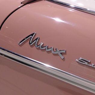 Isuzu Hillman Minx PH400 emblem