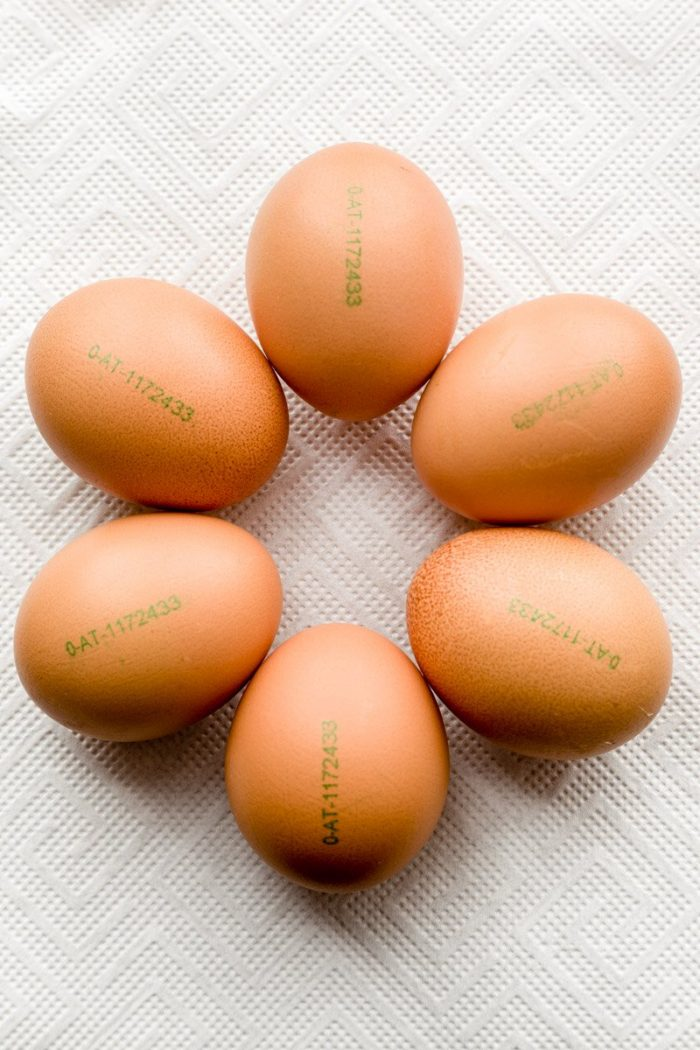 EU egg code on these six organic(O), Austrian (AT), pasture-raised eggs in a Star of David formation. The digits after the country code identify the farmer (here: Landwirt Hobl Rosa & Franz, Klein Gerungs 6. 3664 Martinsberg).