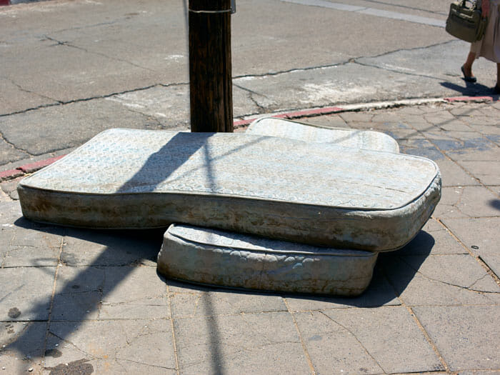 Legs with mattresses and pole