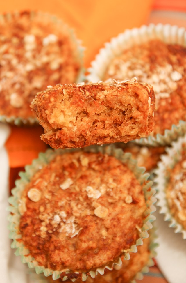 Healthy Carrot Muffins with cream cheese frosting #healthy #carrot cake #muffins #cupcakes