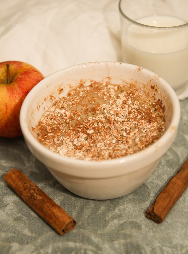 Healthy Apple Cinnamon Oat Mug Cake #healthy #mugcake #vegan #glutenfree