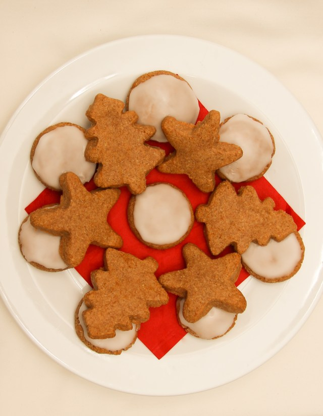 Healthy Recipes to Bake this Christmas Healthy Lebkuchen Christmas Biscuits #healthy #christmas #refinedsugarfree #glutenfree #vegan #gifts