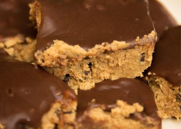 Healthy No-Bake Cookie Dough Bars #glutenfree #refinedsugarfree #eggless #dairyfree #vegan #nobake
