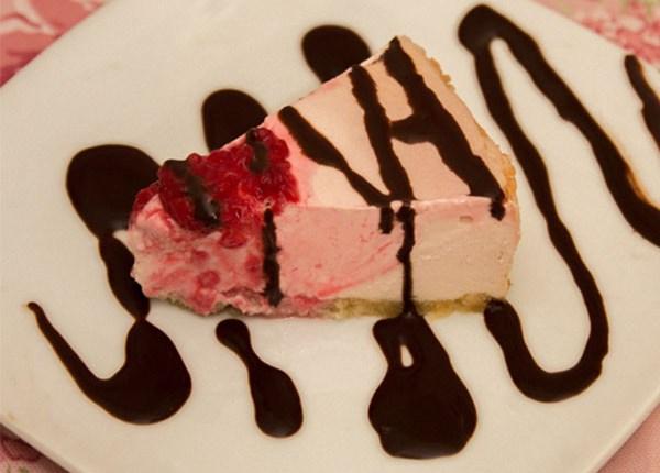 Healthy Rosewater Raspberry Cheesecake #healthy #sugarfree #glutenfree