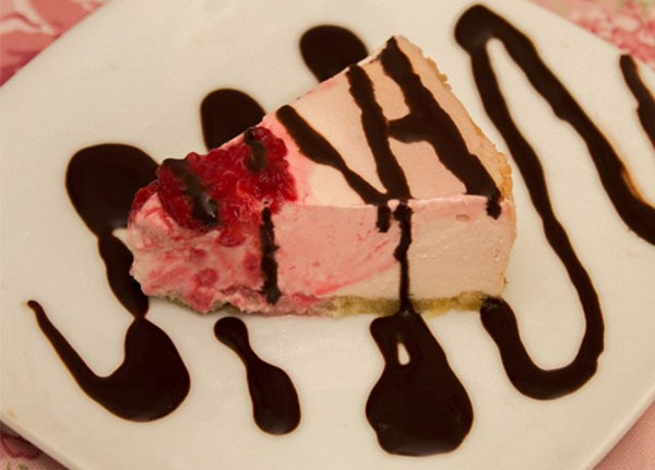 Healthy Rosewater Raspberry Cheesecake #healthy #sugarfree #glutenfree