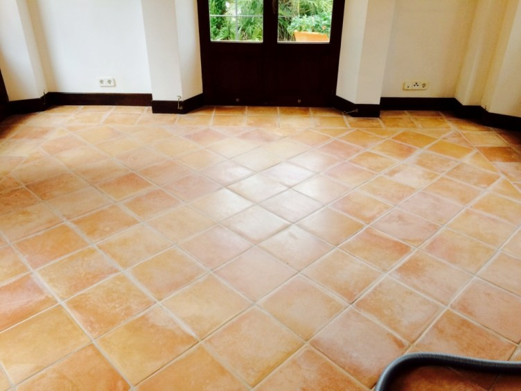 Terracotta-Tiled-Floor-Mallorca-Before-Cleaning