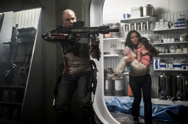 Elysium Movie Still 1 Matt Damon & Alice Braga