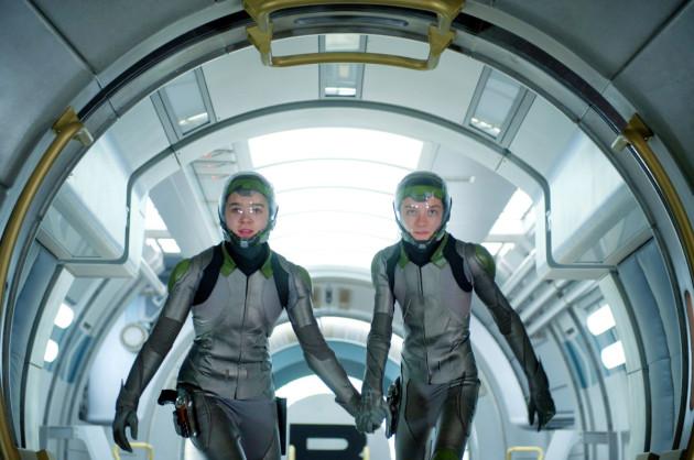 Ender's Game Movie Still 2 - Asa Butterfield & Hailee Steinfeld