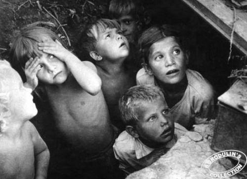 Как во время войны жили дети? Исторические фотографии
